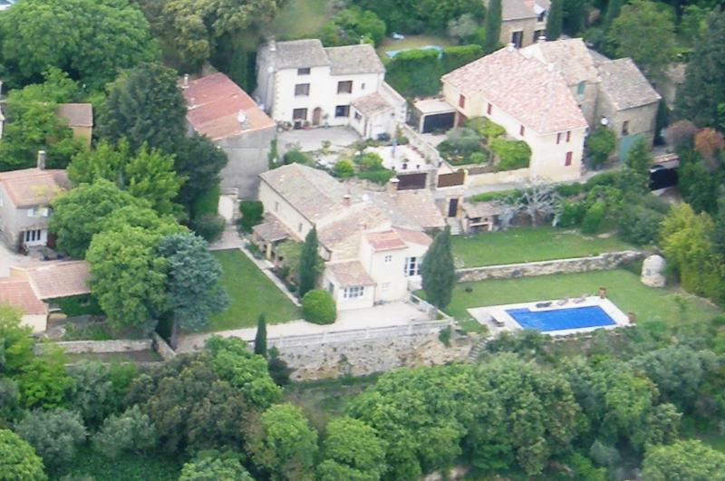 VIEW by plane - Provence Bed and Breakfast- Lovely 3 Bedroom with WiFi, Balcony, Pool - Avignon - rentals