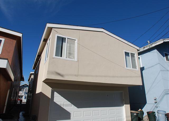 Great 3 Bedroom Oceanside Home! 7 Houses from Sand! (68289) - Image 1 - Newport Beach - rentals