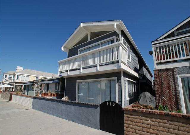 Only 5 Houses from the Sand! Nicely furnished, laundry, garage parking(68255) - Image 1 - Newport Beach - rentals