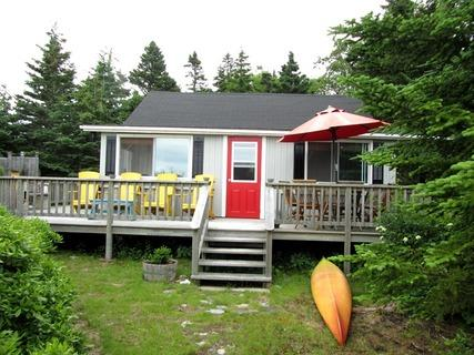 Set back from the beach and protected by high bushes, Jollimore Lane Cottage has a private atmosphere. Please note: the kayak shown in the pictures does not come with the cottage. - Jollimore Lane Cottage, Port Joli, Nova Scotia - Port Joli - rentals