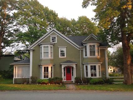 Shorewood House is located in the heart of Shelburne's beautiful Historic District. - Shorewood House, Stately home in Shelburne, NS - Shelburne - rentals