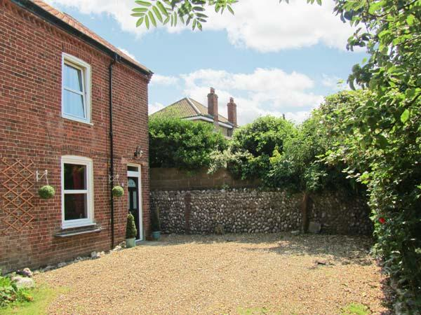 MELINDA COTTAGE, near coast, woodburner, off road parking, garden, in East Runton, Ref 13328 - Image 1 - East Runton - rentals