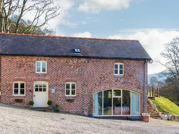 TY IFA, luxury cottage, en-suite facilities, pet friendly, farmhouse kitchen, large garden, near Llangollen, Ref 21229 - Image 1 - Llangollen - rentals