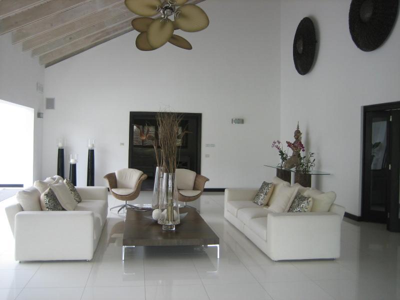 Living Room - Spectacular Villa A Few Steps From Minitas Beach. - La Romana - rentals