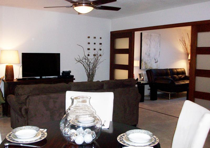 Open spacious floor plan - A Ground Floor Stylish Remodel - Scottsdale - rentals