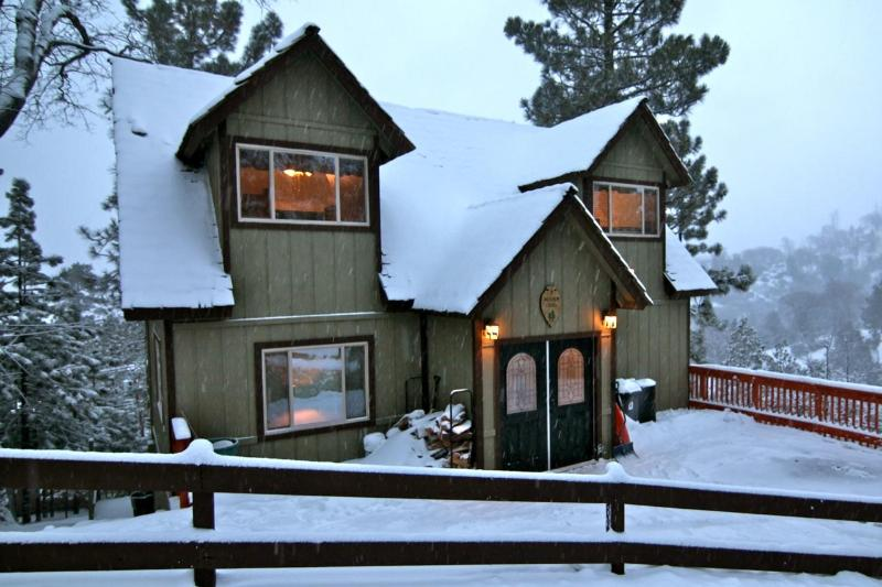 Skyview Lodge during a winter storm - Skyview Lodge - passes to private beach clubs - Lake Arrowhead - rentals