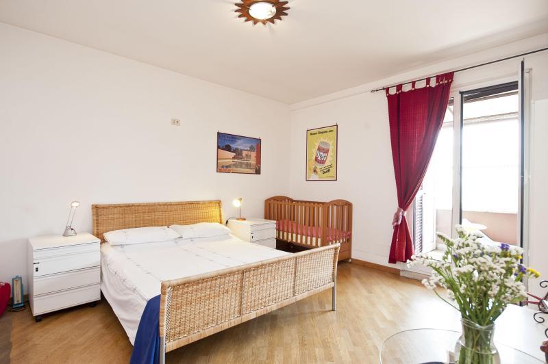 Rome, Trastevere area, 2 bedrooms, terrace, A/C - Image 1 - Rome - rentals