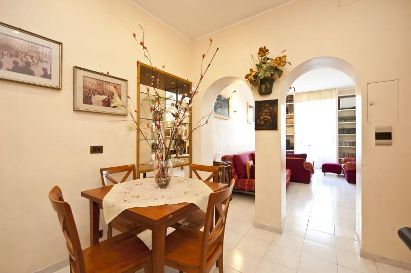In Trastevere, 2 bedrooms, 2 bathrooms, Wi-Fi, A/C - Image 1 - Rome - rentals