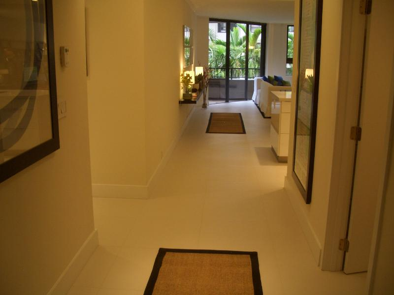 Entrance hall - Beachfront property. Contemporary. Beach, pools... - Key Biscayne - rentals