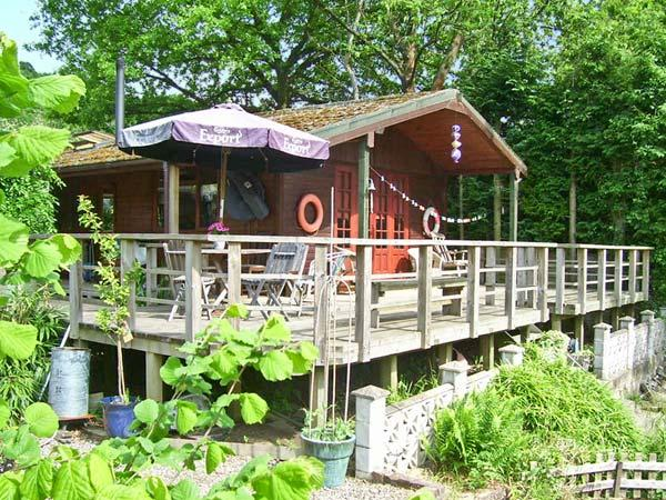 SEVENLY, romantic riverside cabin, lovely garden, Bewdley Ref 18974 - Image 1 - Bewdley - rentals
