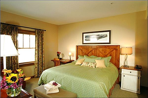 Master Bedroom Includes a King Bed (Representative Unit) - Premium Accommodations & Amenities - Restaurants & Shops Nearby (1189) - Crested Butte - rentals