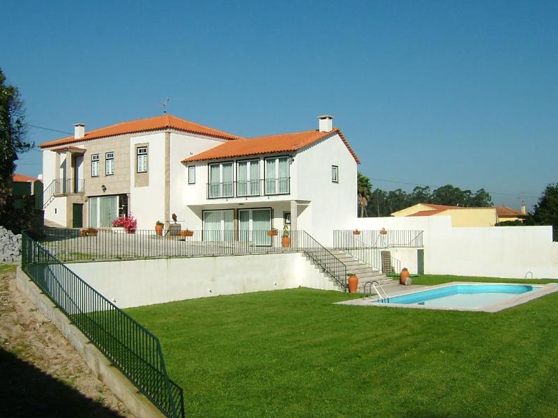 comfortable 6bdr villa w/ large exterior area - Image 1 - Barcelos - rentals