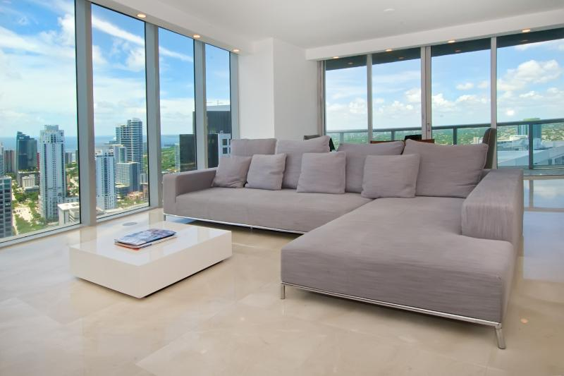 Enjoy panoramic views of the ocean and Miami - Luxurious 2/2 Condo at The Viceroy - Brickell - Coconut Grove - rentals