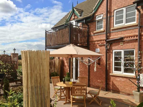 ROE DEER LODGE, hot tub, off road parking, garden, in Lincoln, Ref 20183 - Image 1 - Lincoln - rentals