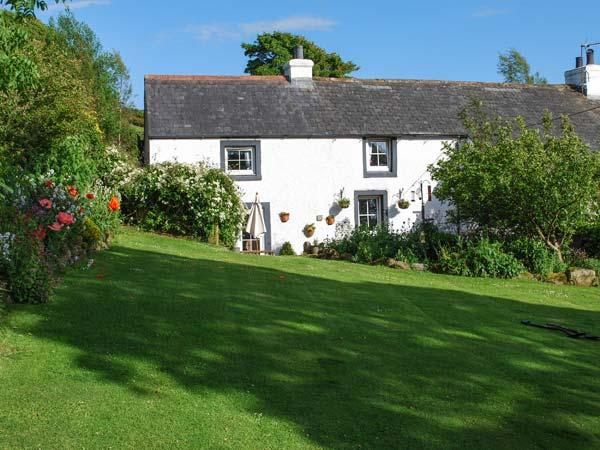 FELL COTTAGE, pet-friendly, character, woodburner, garden, in Sandale near Wigton Ref 20187 - Image 1 - Wigton - rentals