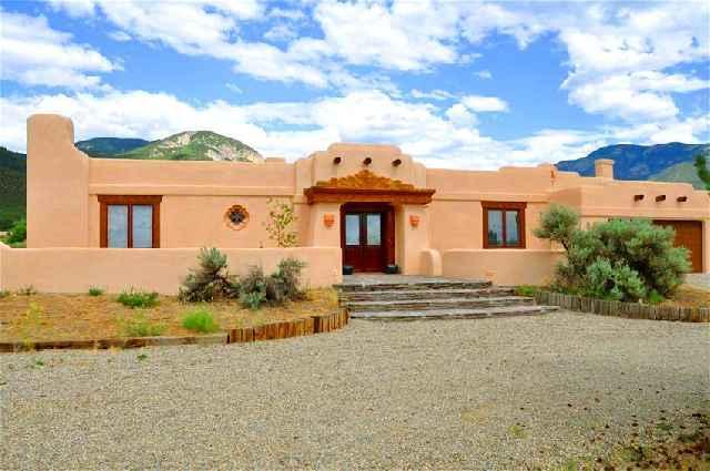 Sprawling adobe ranch house with Taos Mountain back drop - Casa Colibri - Taos - rentals