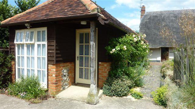 Rose Lodge - 1 bedroom Lodge in rural area, Henley on Thames. - Henley-on-Thames - rentals