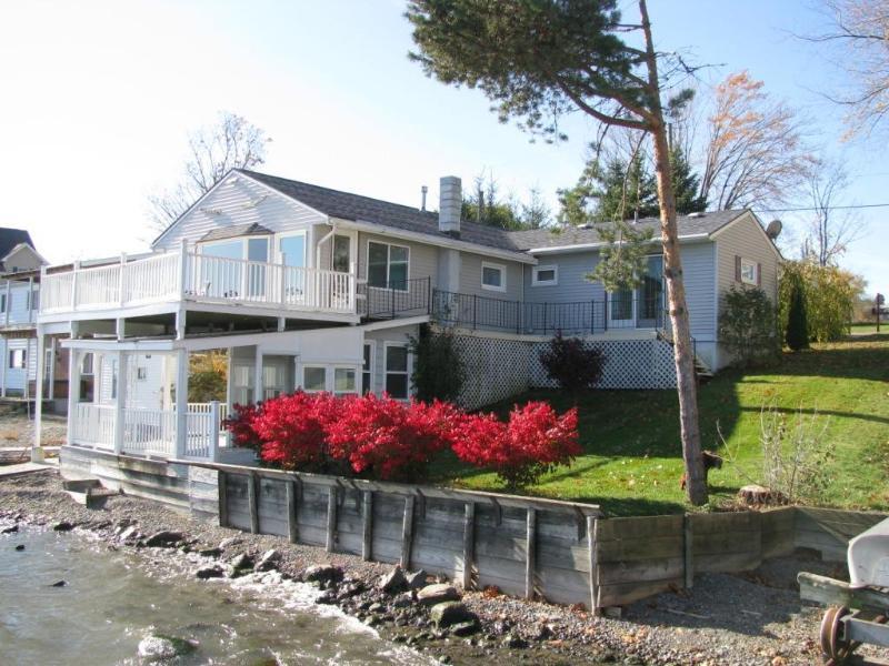 Lakefront Side View - Vineyard Cottage on Cayuga Lake - Finger Lakes, NY - Cayuga Lake - rentals