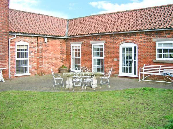 COOPER'S COTTAGE, luxury barn conversion, en-suite, courtyard garden, stabling available, in Odder, near Lincoln, Ref 22319 - Image 1 - Lincoln - rentals