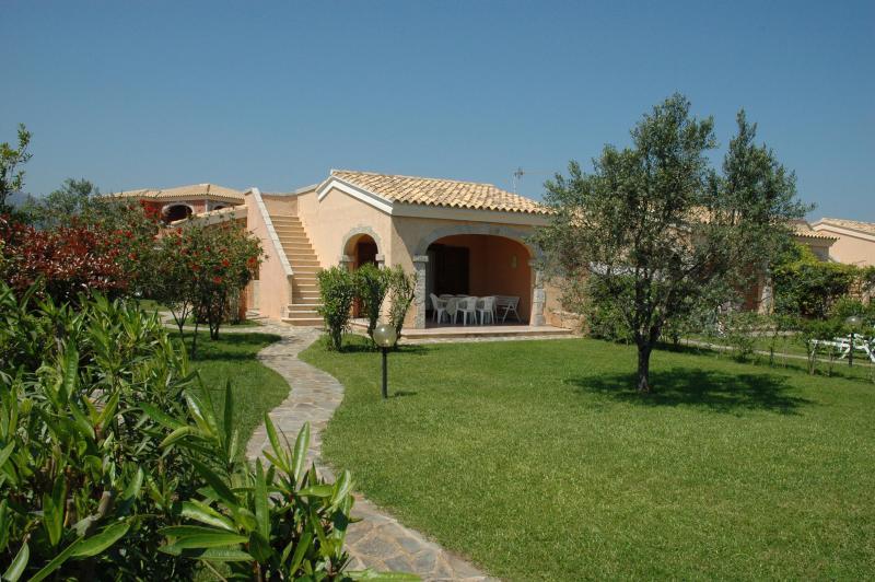 San Teodoro mini villa near La Cinta beach - Image 1 - San Teodoro - rentals