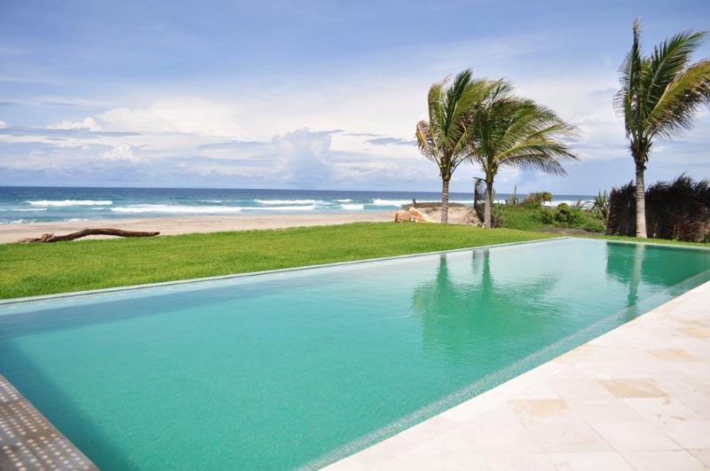 pool side - Luxury Beachfront private villa - Puerto Escondido - rentals