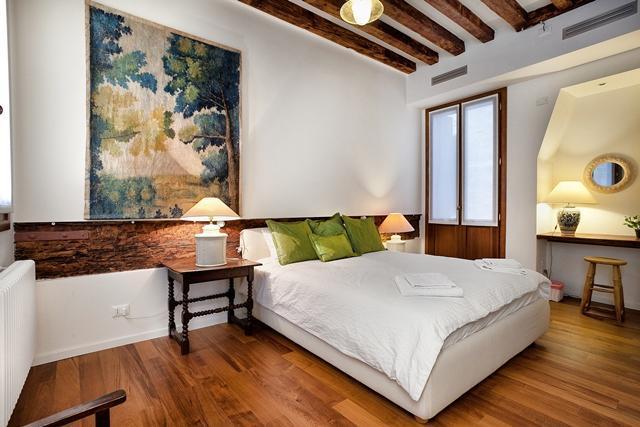 1st double bedroom with little balcony - Apartment Prestige , Dorsoduro near Campo Santa Margherita, canal view 2 bathroom, 2 bedroom - Venice - rentals
