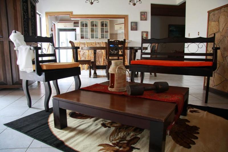 Living room - Full house, tasteful decor. 4bdr, secure, spacious - Heredia - rentals