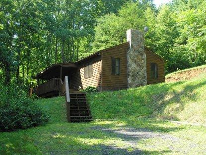 Outside from parking area - Private 2 bedroom wooded mountain cabin - Syria - rentals