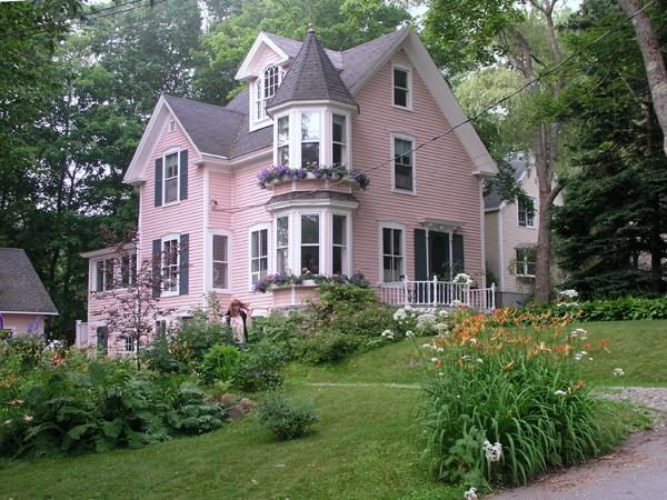 Street view - Bright Classic Victorian Home in Camden Maine - Camden - rentals