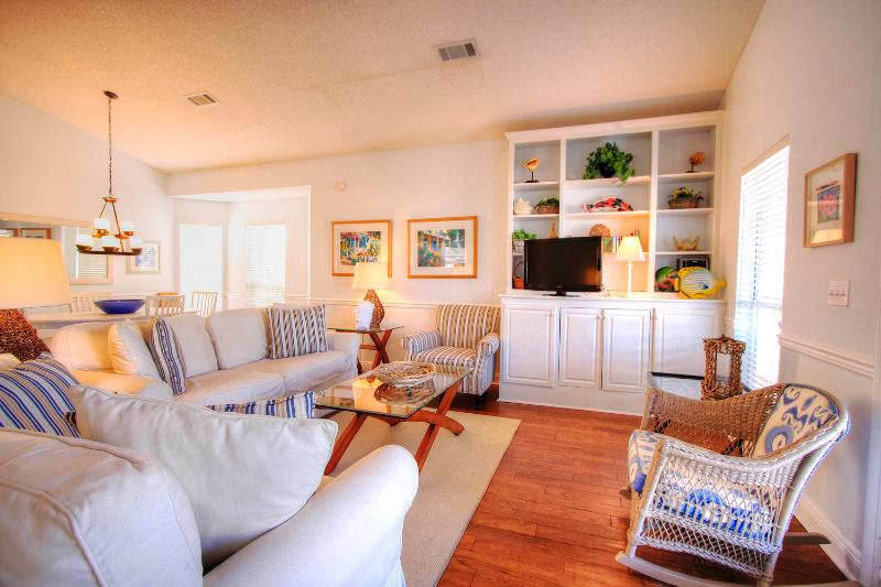 Periwinkle Cottage - AVAIL 7/14-7/17**3BR/2BA-4 Blocks to Crystal Beach-Book Online! - Image 1 - Destin - rentals