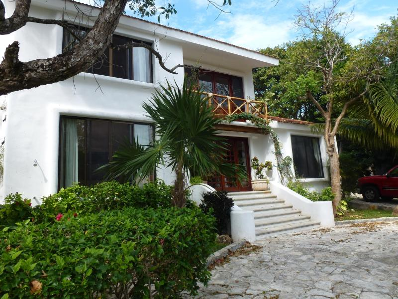 3 bedroom Villa 40 meters from the turquoise sea - Image 1 - Playa del Carmen - rentals