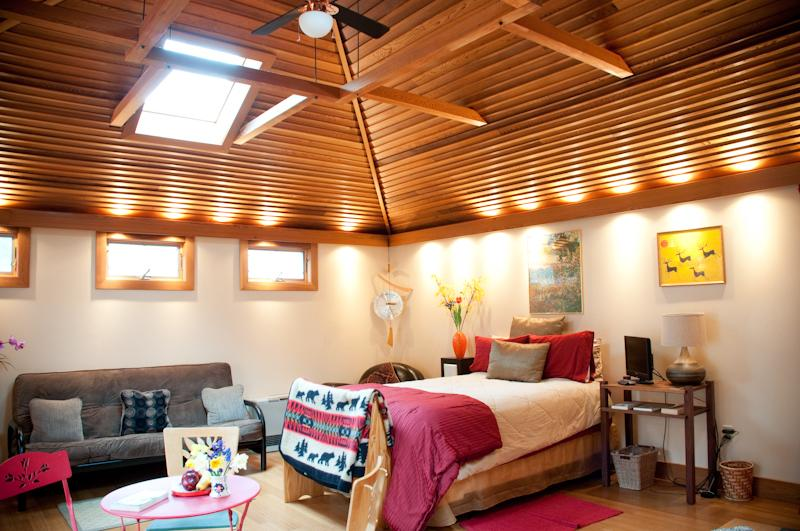 The Studio Cottage with bamboo floors, cedar cathedral ceilings, and skylights to the mountains - Romantic cottage with hot tub in Mountain Town - Phoenicia - rentals