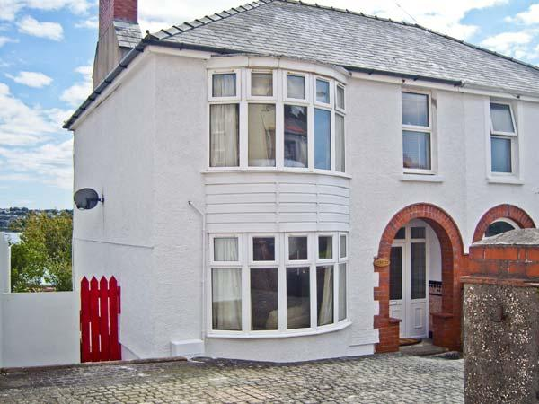 LYDSTEP, estuary views, woodburner, garden with shoreline access in Neyland, Ref 10886 - Image 1 - Neyland - rentals