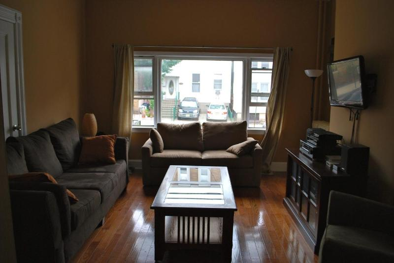Living room - 20 Min To Nyc Accross The Hudson River - Union City - rentals