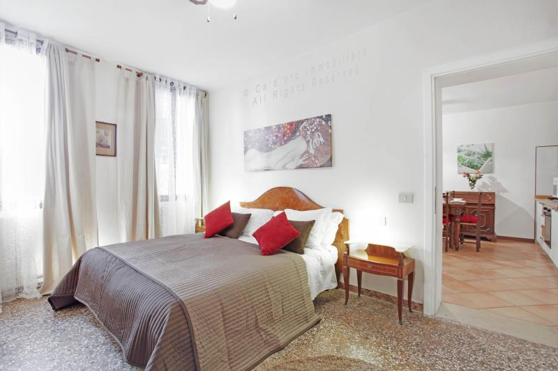 double bedroom - Apartment Lionello in Venice near Rialto and San Marco, located in Strada Nova, Cannaregio - Venice - rentals