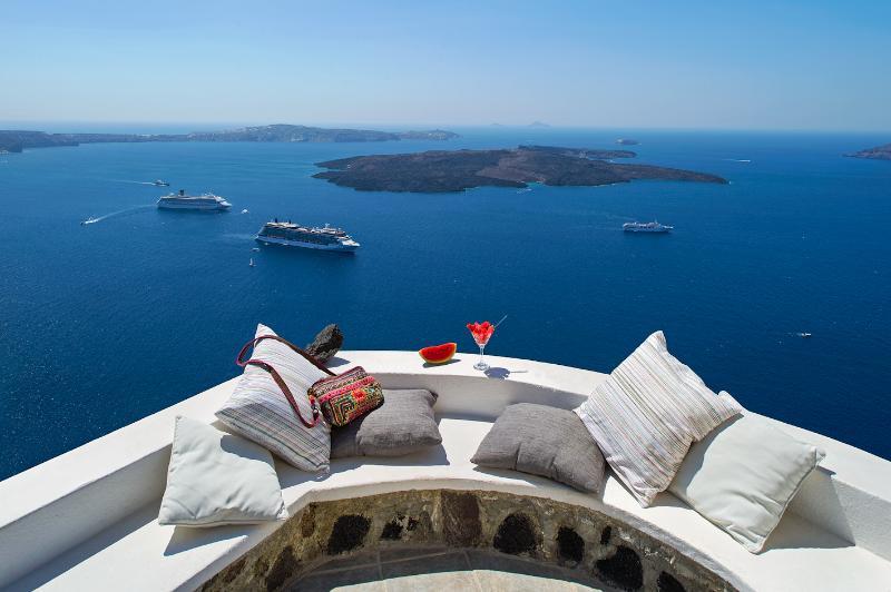Mi Amo – Stylish suite  at the edge of the caldera - Image 1 - Imerovigli - rentals