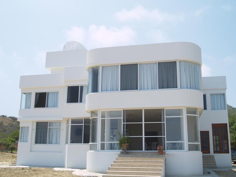 Front of the Villa - Amazing Beachfront Villa/ Casa frente a la playa - Manta - rentals