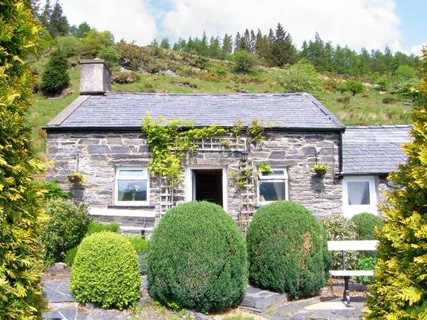 HENRHIW BACH detached, pet-friendly, in National Park in Penmchno Ref 17430 - Image 1 - Penmachno - rentals