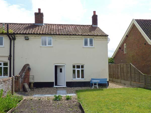 STUDIO 1, all ground floor, lawned garden, Ref 906182 - Image 1 - Little Snoring - rentals
