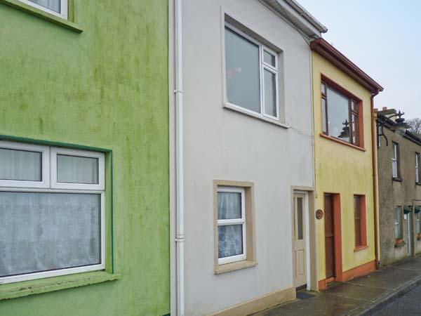 QUAYSIDE HOUSE, open fire, opposite harbour, near shop and pub in Roundstone, Ref 20606 - Image 1 - Roundstone - rentals