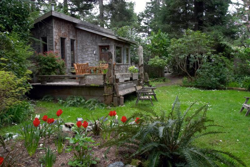 Private Cottage only 90 feet to Chesterman Beach - Tofino Beachfront Property w/1 bdrm Garden Cottage - Tofino - rentals