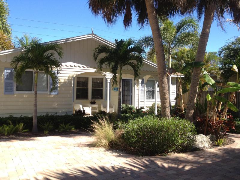 Cottage - Siesta Sandals  Close to Village and to the Beach! - Siesta Key - rentals