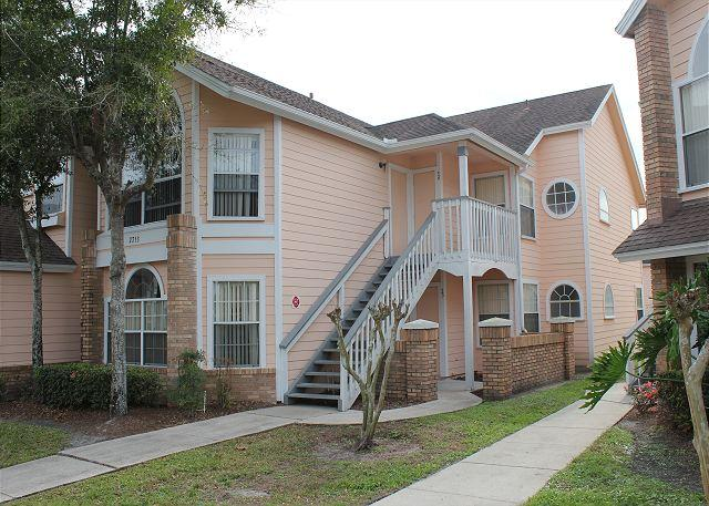 Front outside - Within 3 miles of Disney World, with pool, hot tub, gym, sauna, free Wi-Fi - Kissimmee - rentals