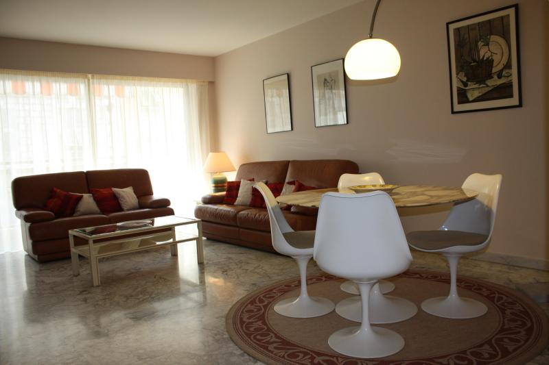 2 beds flat, ac,balcony,garage, wifi, central Nice - Image 1 - Nice - rentals