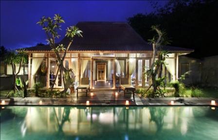 Front look at night - Rumah Tyang - Ubud - rentals
