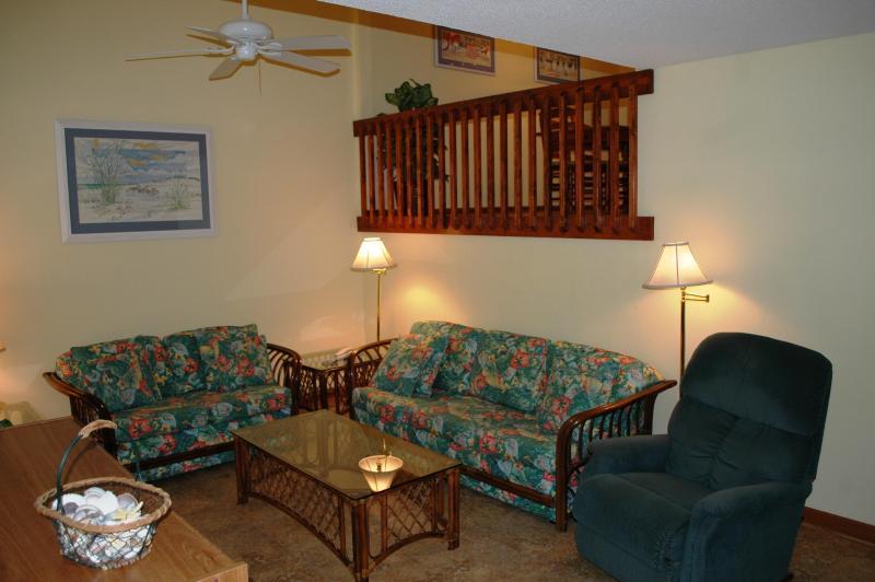 Living Room - OCEAN GLEN Pine Knoll Shores Oceanside 3BRTownhome - Pine Knoll Shores - rentals