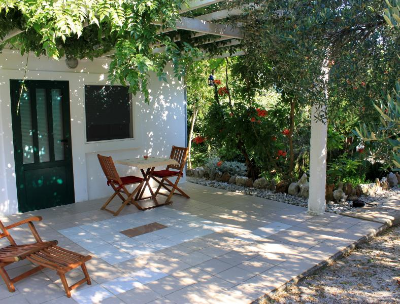 Cute bungalow for two on Mljet island - Image 1 - Mljet - rentals