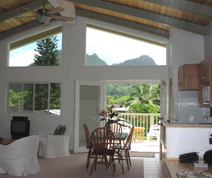 Living area - Peaceful property in lush tropical setting - Kailua - rentals
