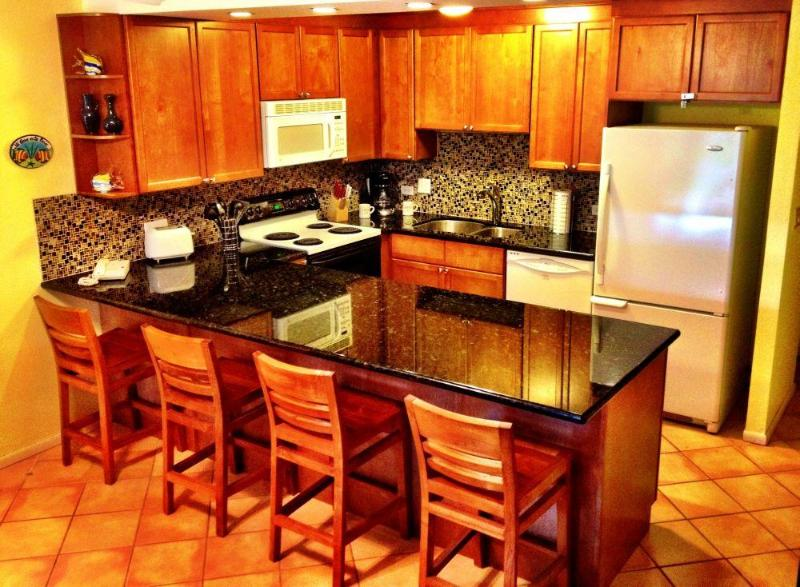 Fully equipped kitchen (remodeled in 2012) - Kamaole Sands, Bldg 6, Poolside, Central Courtyard - Kihei - rentals