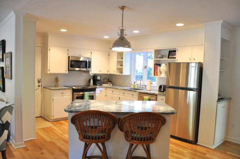 Kitchen fully remodeled with all the amenities - Trendy 3BD/2BA Historic Village of Pinehurst Home - Pinehurst - rentals